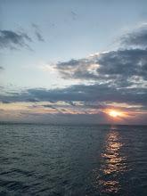 Photo: 太陽も顔を出してきました! 魚も顔出せっ!