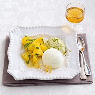 Karamellisierte Ananas mit Quark-Sorbet und Pistazien-Mousse