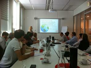 Photo: Sesión de trabajo en La sede de Brainport Eindhoven. Organismo para colaboración entre empresas industriales, centros educativos y gobierno.