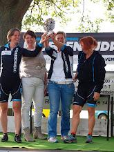Photo: De eerste prijs damesteams gaat naar de Guitige Geiten.