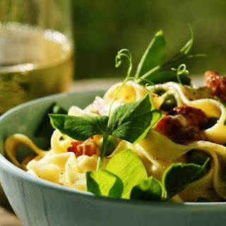 Tagliatelle With Peas And Bacon.