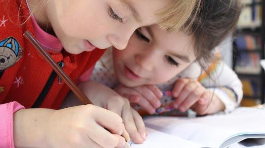 Los idiomas  son una de las actividades extraescolares principales de estos centros.