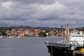 Photo: Der Werfthafen ist hier rechts zu sehen. Alte Schiffe werden hier wieder fit gemacht.