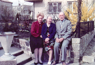Photo: Genutė Grigalauskaitė su tėvais. Nuotrauka iš Genutės Grigalauskaitės asmeninio archyvo
