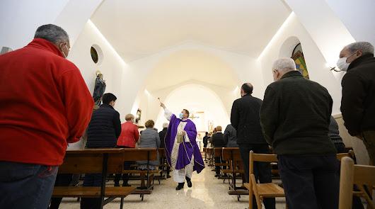 Los vecinos de El Alquián recuperan la Iglesia de Nuestra Señora del Carmen
