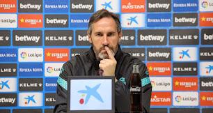 Vicente Moreno en la sala de prensa del RCDE Stadium.