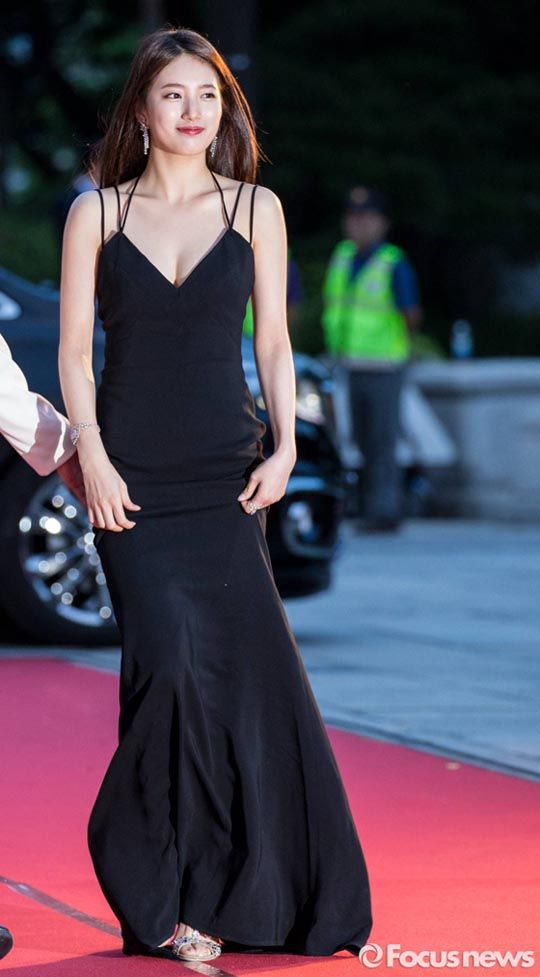 suzy gown 26