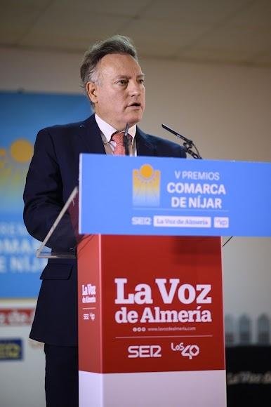 El redactor jefe, Manuel León, ha dado el discurso inaugural.