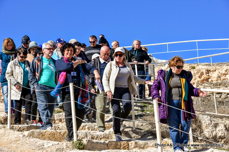Гид в Израиле Светлана Фиалкова на экскурсии в Иродион.