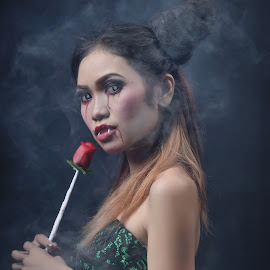 Vampire Style by Oji Kulup - Novices Only Portraits & People