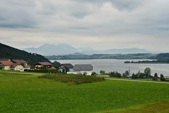 Photo: Pogoda dzisiaj niczym się nie różni od tej wczorajszej. Temperatura trochę niska(jeszcze będę narzekać, że jest za wysoka ;) ), widoczność bardzo zła.  Na zdjęciu jezioro Wallersee.