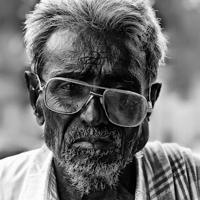 Through the broken glass by Rajarshi Chowdhury - People Portraits of Men ( broken, face, old, black and white, sadness, glass, beard, inquisitive, pwcemotions, question, portrait, emotion )