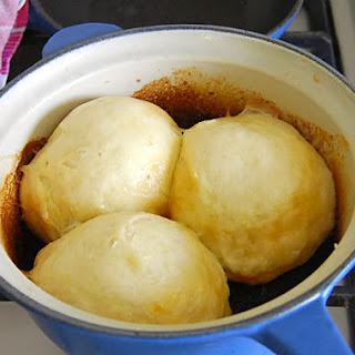 Dampfnudeln – Sweet Dumplings.