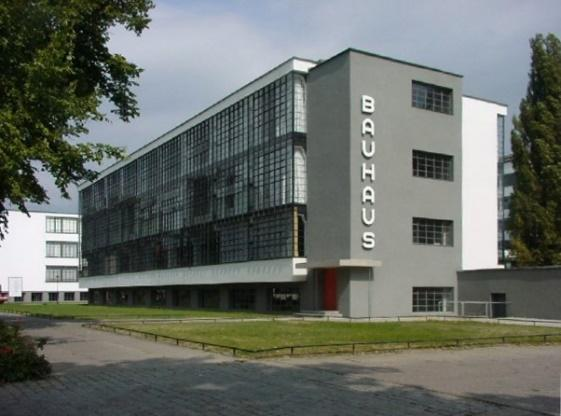 https://upload.wikimedia.org/wikipedia/commons/e/e1/Bauhaus.JPG