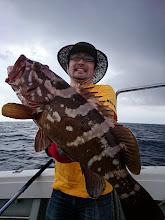 Photo: おおおーっ!やったじゃなーい! アラ(クエ)キャッチ! 5kgかな? ・・・一回逃がして、30kgぐらいに大きく育ってからまた釣ったら?「バカか!真っ黒船頭!」