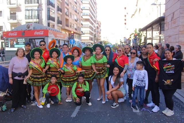 Los integrantes de la Asociación de Bolivianos en Almería (ABA) participaron en el Desfile de Carnaval.