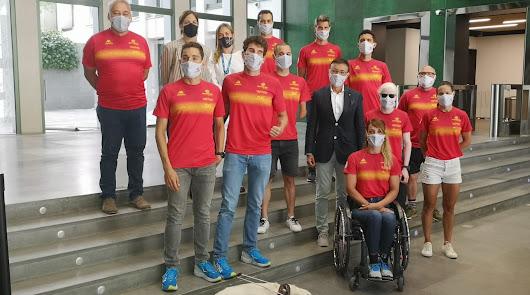 Jairo Ruiz posa con la Paratriarmada de Tokio
