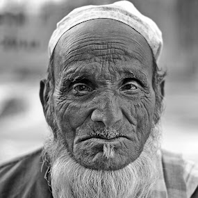 The Old Man... by Kausik Das - People Portraits of Men ( canon, india, people, portrait, man )