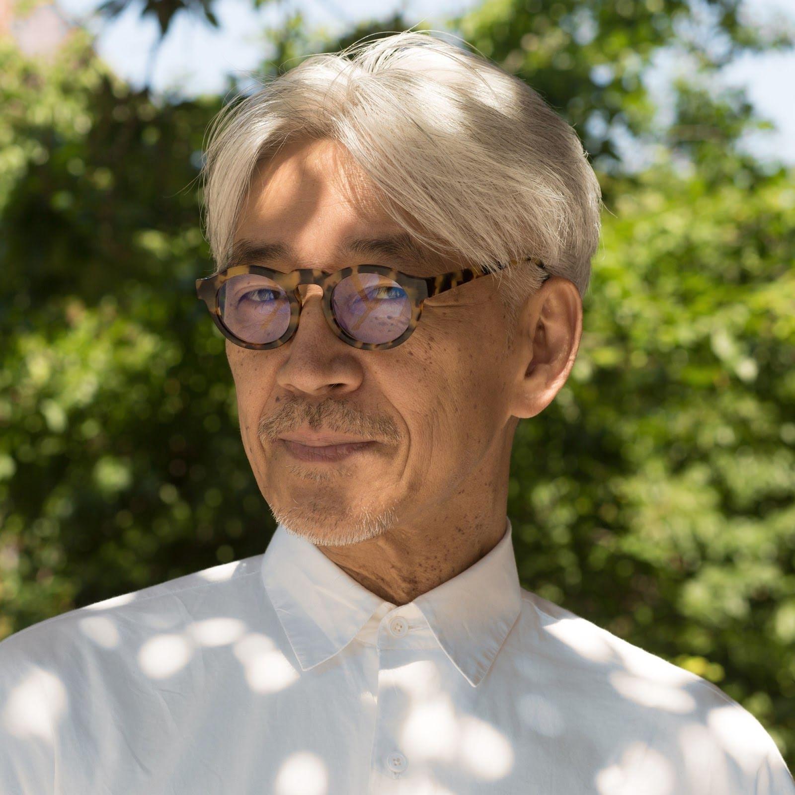 Ryuichi-Sakamoto-10-sm