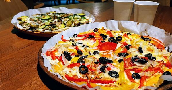 覺旅咖啡 陽光店:為自己做披薩好簡單 | 台北寵物友善餐廳 DIY手作比薩 社群創作廚房 瑞光公園