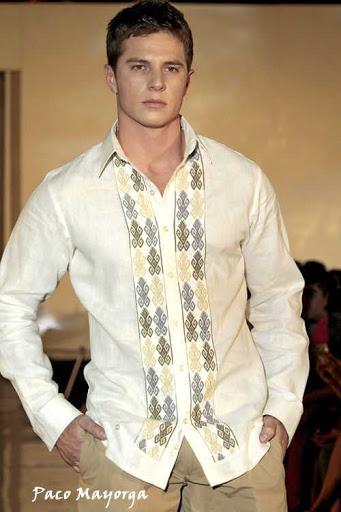 Camisa chiapaneca en lino irlandés diseño de Paco Mayorga