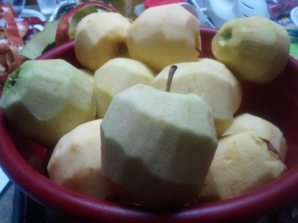 PREHEAT OVEN TO 425 DEGREES F.Wash peel, and slice apples thinly. Place in large...
