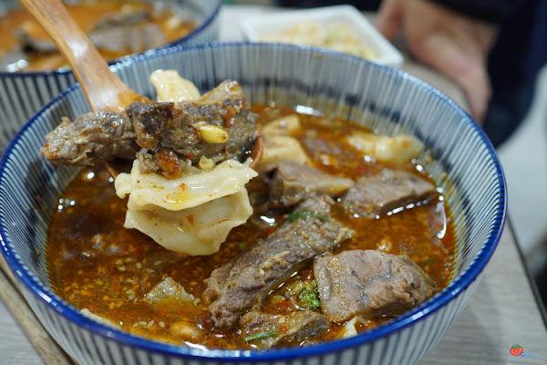 72小時大骨熬製牛肉麵真材實料,台灣郎牛肉麵的濃醇香,酸菜是靈魂代表!含菜單