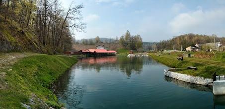 """Photo: pstruží farma s možností rybolovu a smažírna ryb """"Pstrąg"""" (pstruh) v  Moszczance. V dálce železniční most po kterém jezdí jen vlaky z Krnova do Jeseníku"""