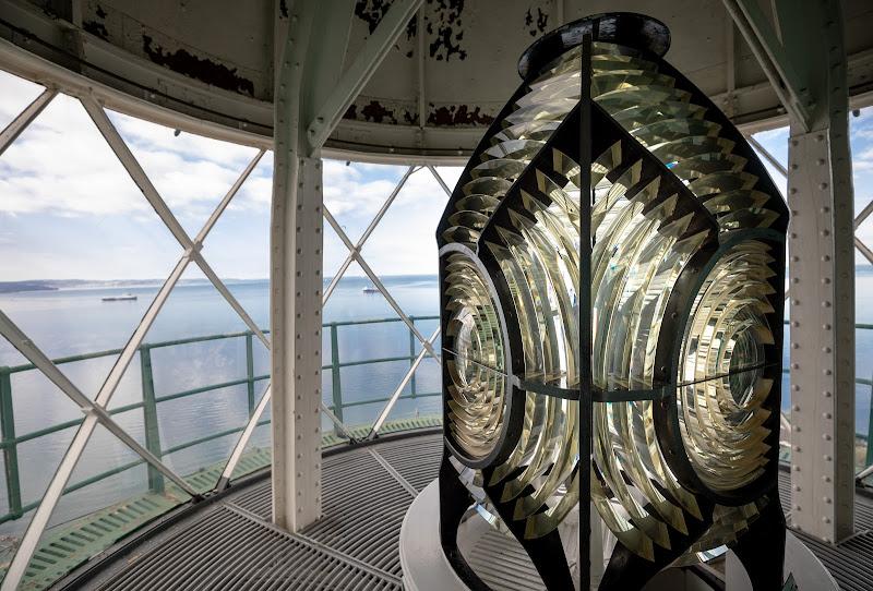 il vetro che illumina la via di Maurizio Soravito
