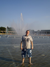 Photo: 14 VII  2010 roku  - chce mi zasłonić fontannę  ..................