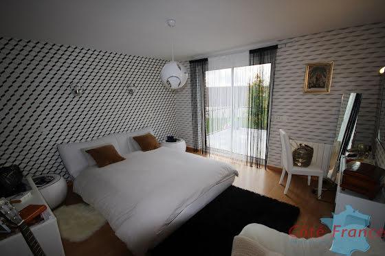 Vente villa 8 pièces 234 m2