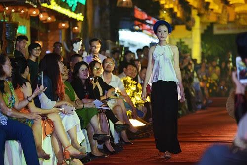 Phố cổ Hà Nội rực vàng mừng ngày Di sản Việt Nam 2