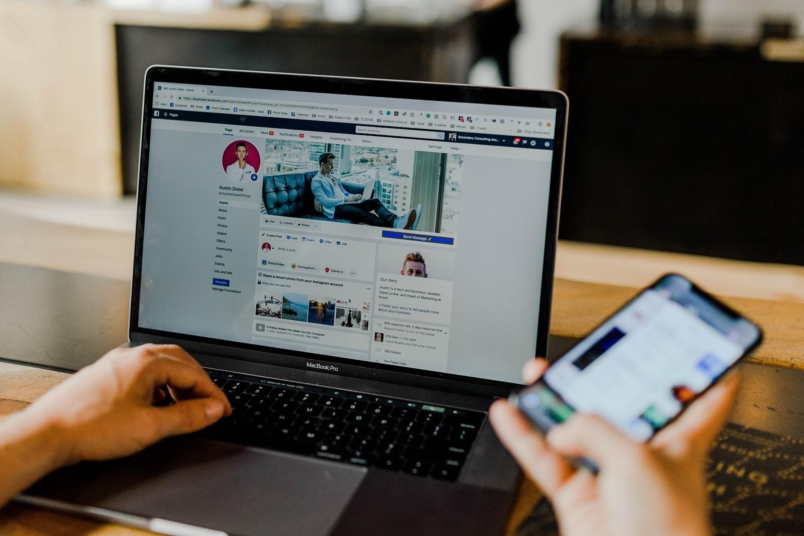5 consigli per far crescere il pubblico del tuo podcast: 2. Promuovi il tuo podcast sui social media.