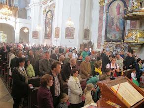 Photo: Die Kirche ist sehr gut besucht.