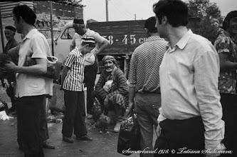 Photo: На Сиабском базаре. Самарканд. Май 1978 года.