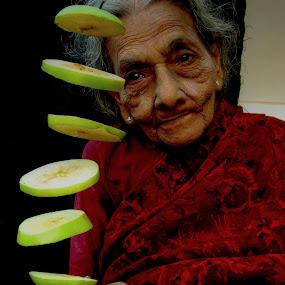 Green Apple  by Premkumar Antony - Food & Drink Fruits & Vegetables ( fruit, food, sliced, green apple, health )