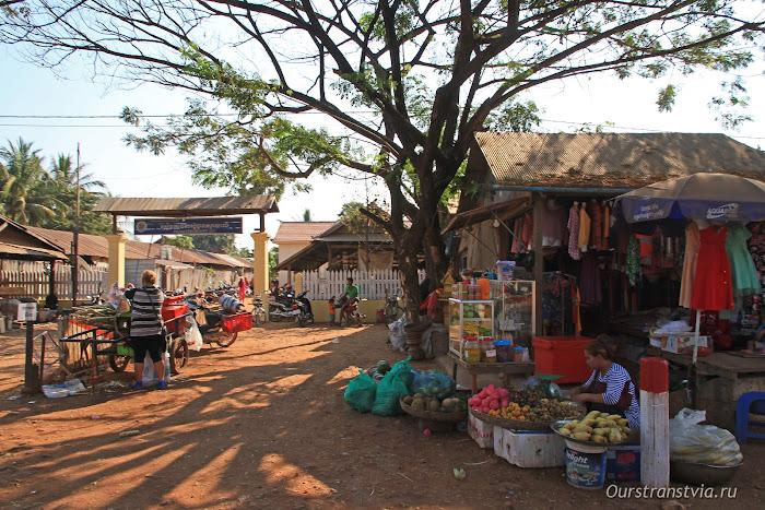 Камбоджийские деревни, рынок у дороги