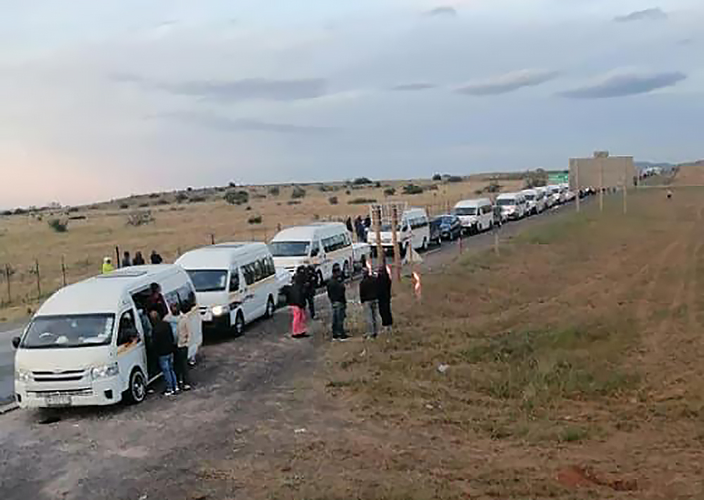 WATCH | 'Huge' numbers of people stopped trying to get to homes in EC - TimesLIVE