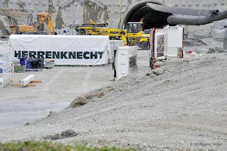 Photo: Herrenknecht vor dem Tunnelmund