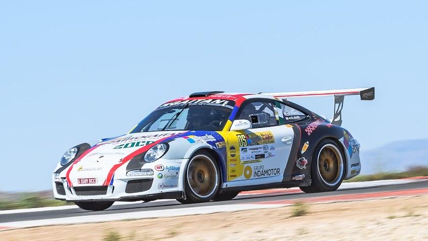 Francisco Gaitán, con Porsche.