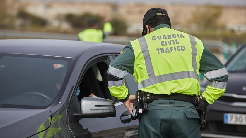 La Guardia Civil recuerda la importancia de revisar el vehículo.