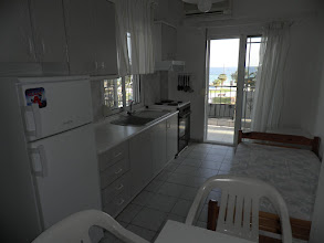 Photo: Η κουζίνα του διαμερίσματος 28-Kichen of apartment No 28