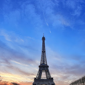 Paris by Luca Libralato - Buildings & Architecture Statues & Monuments ( clouds, paris, tour eiffel, sunset, france )