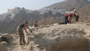 Arqueólogos de la Universidad de Granada trabajando en el yacimiento de Mojácar la Vieja el pasado verano.
