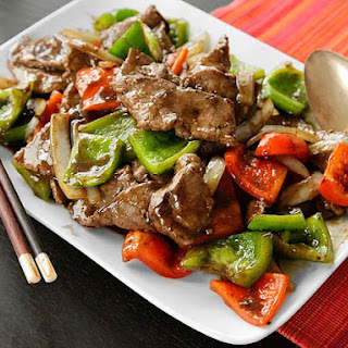 Chinese Pepper Steak (Stir-Fried Beef with Onions, Peppers, and Black Pepper Sauce).
