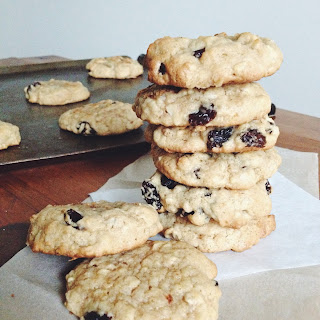 Super Simple Oatmeal Raisin Cookies