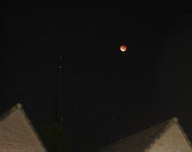 Photo: Verduisterde maan bij de kerktoren van Mijnsheerenland