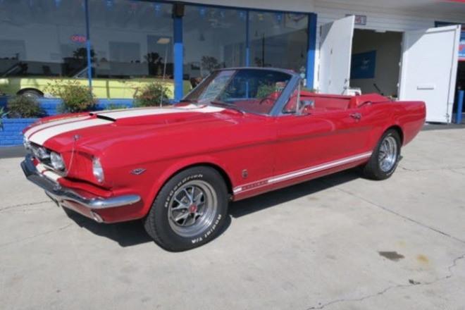 1965 Ford Mustang Convertible / Reno Hire CA