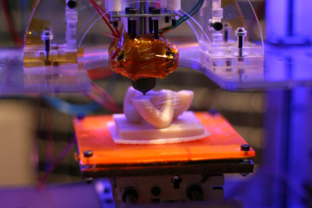 3D принтеры - Материал, который изменяется от жидкости к твердому