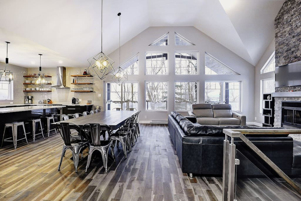 Cottages for rent with 5 bedrooms in Quebec #11